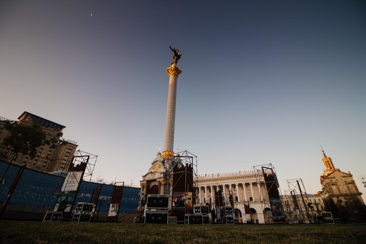 Один из любимых ракурсов для фото в Киеве - Монумент Независимости на фоне волшебного неба