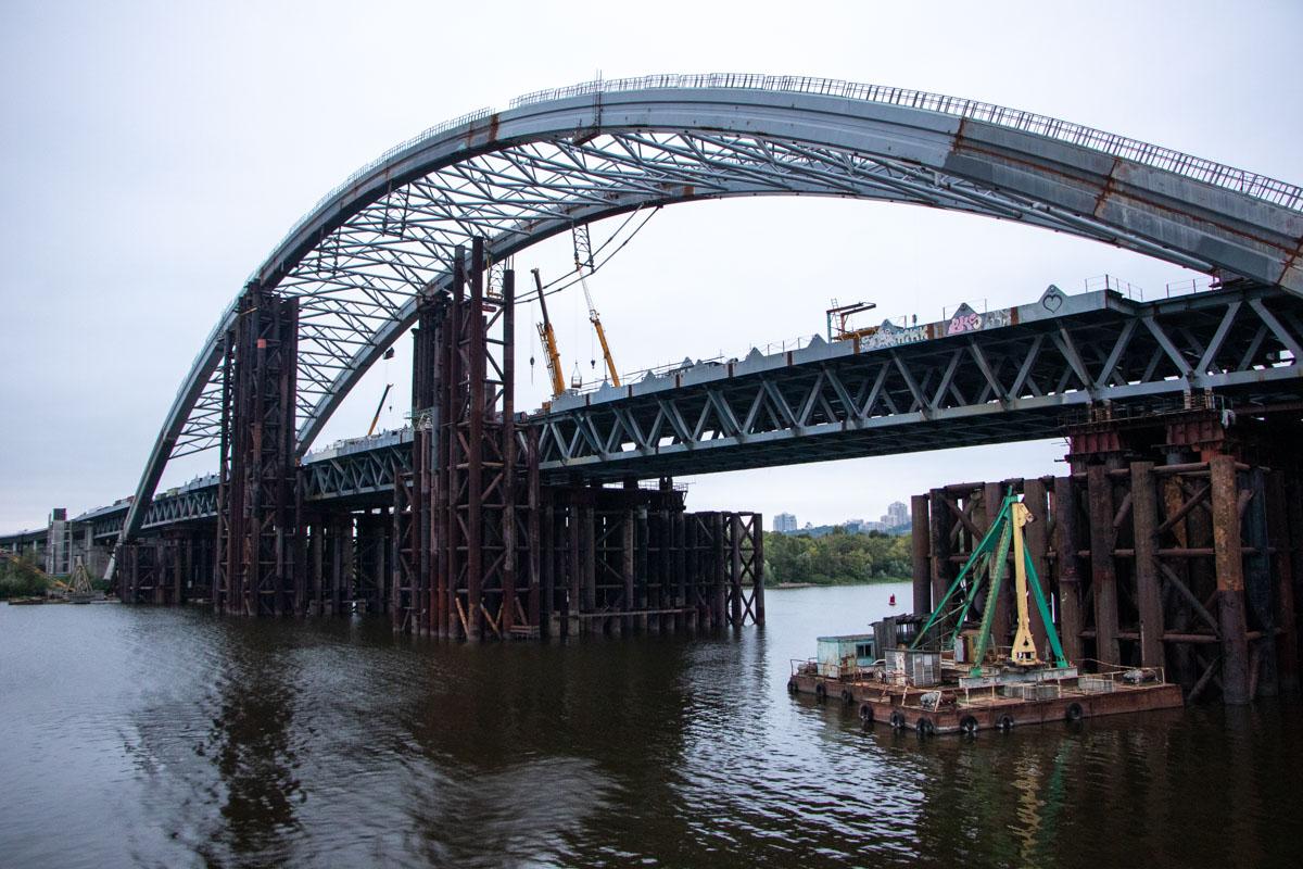 Без них мост обретает совсем иной вид