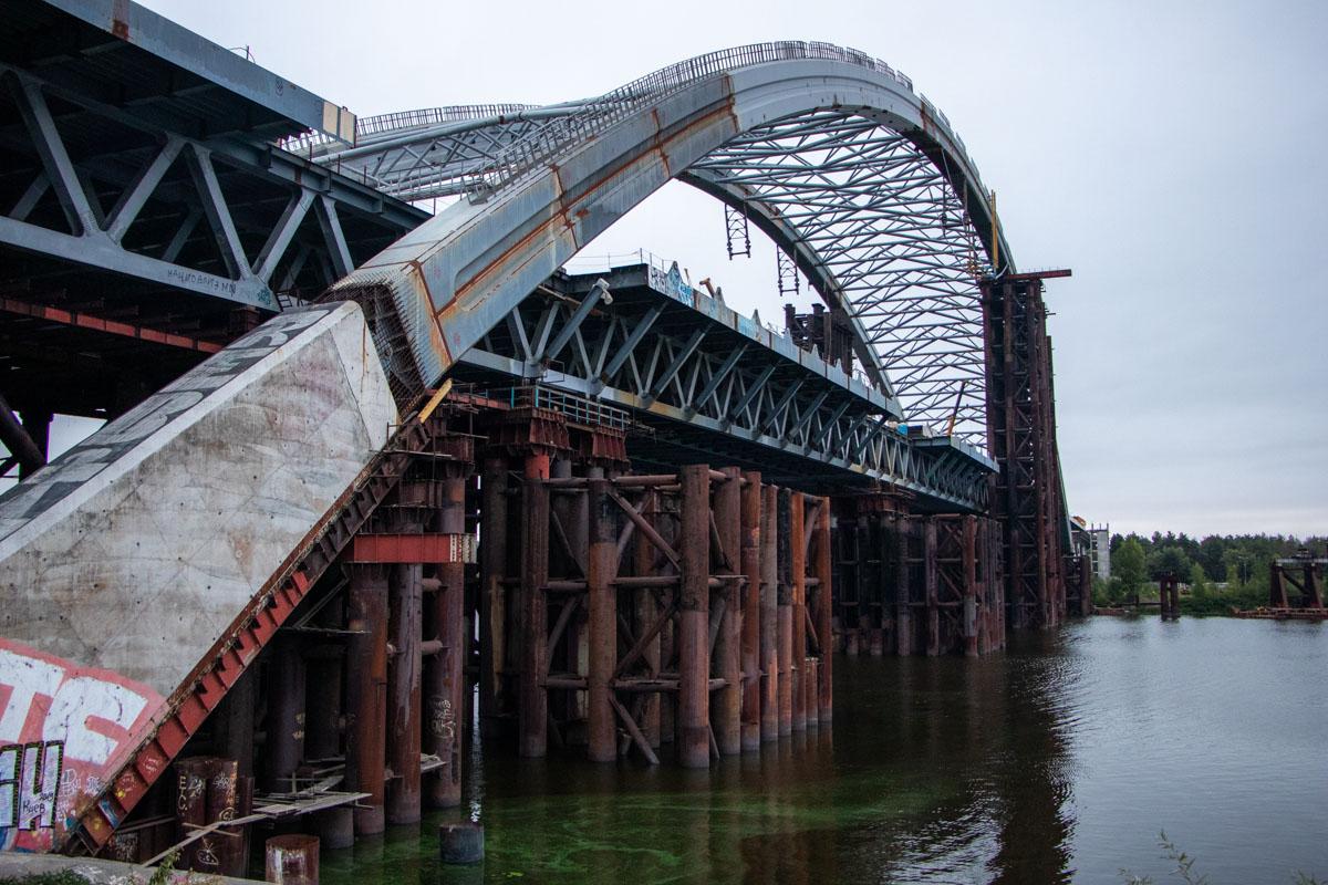 Вскоре ржавые конструкции исчезнут и из вод Днепра