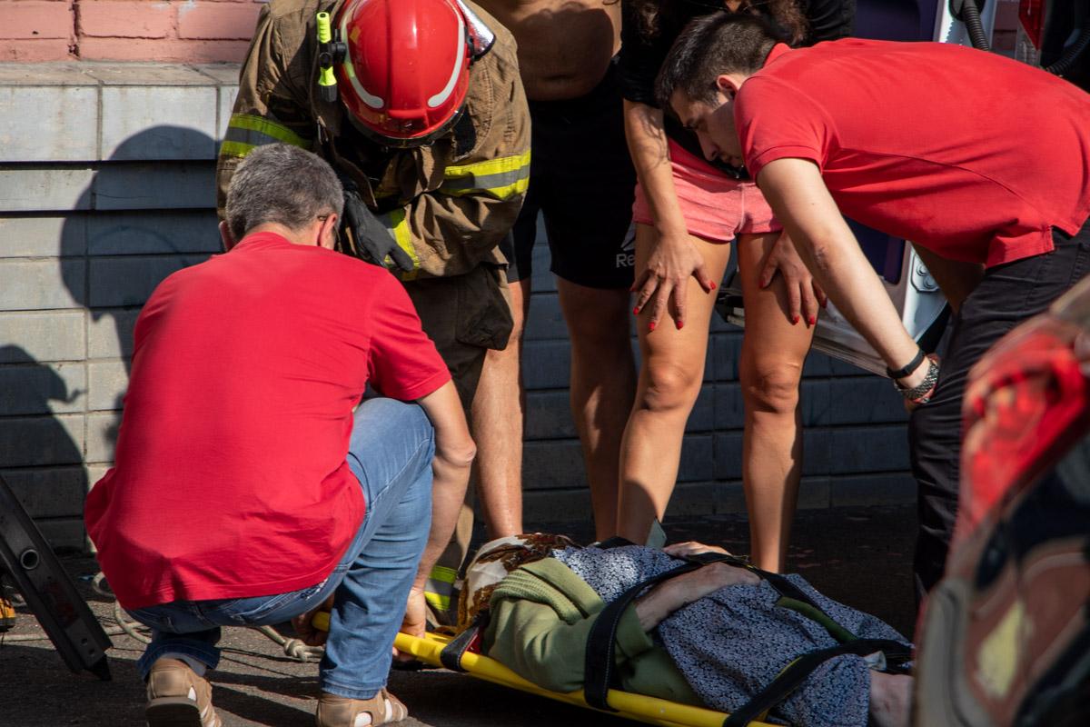Во вторник, 13 августа, в Киеве на проспекте Гагарина, 15 пожилая женщина выпала с балкона третьего этажа пятиэтажного дома