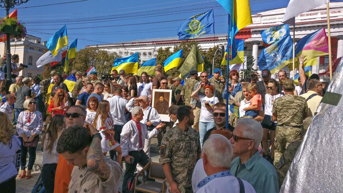 От парка Шевченко прошли более 10 тысяч участников Марша защитников Украины