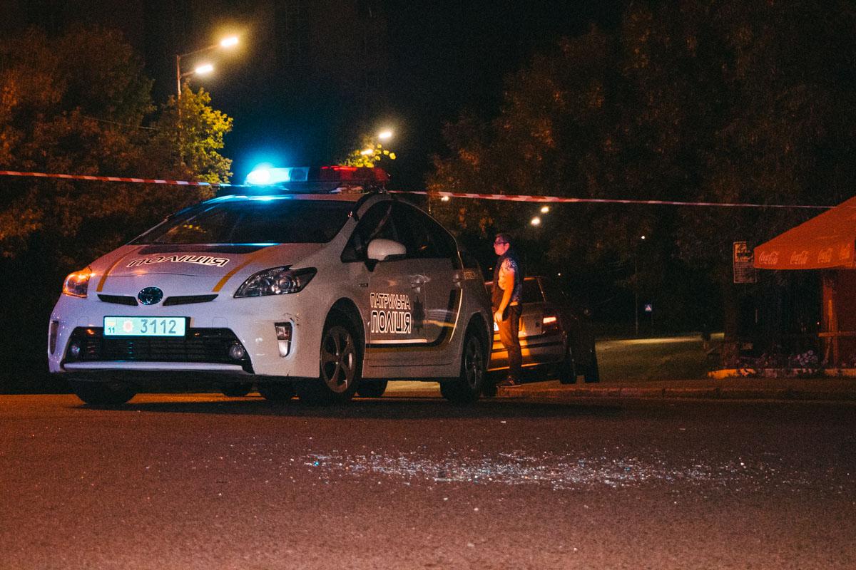 По словам свидетеля, осколки стекла принадлежат машине охраны