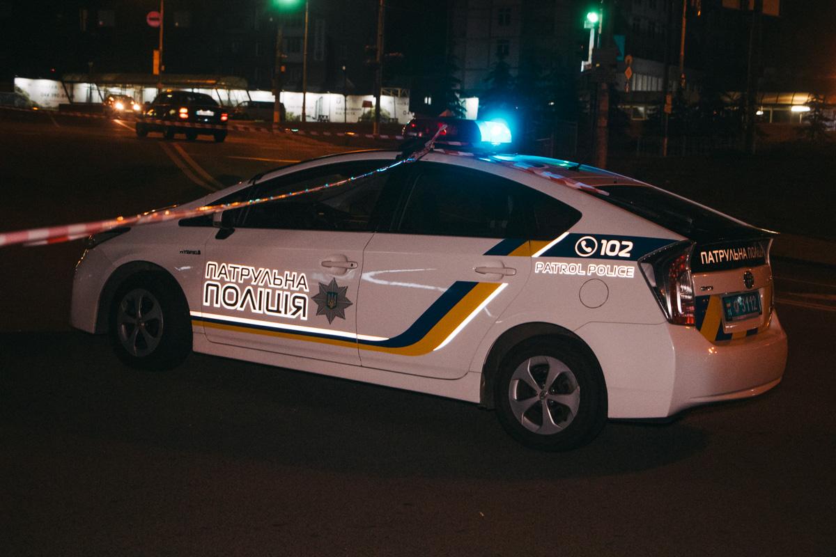 Место перестрелки охраняется патрульной полицией