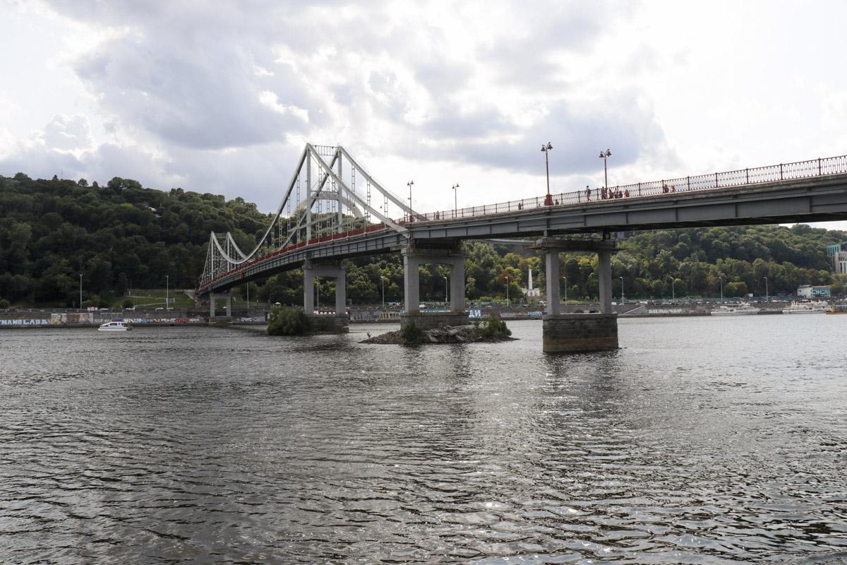 Обрушилась часть Пешеходного моста,который соединяет правый берег и Труханов остров
