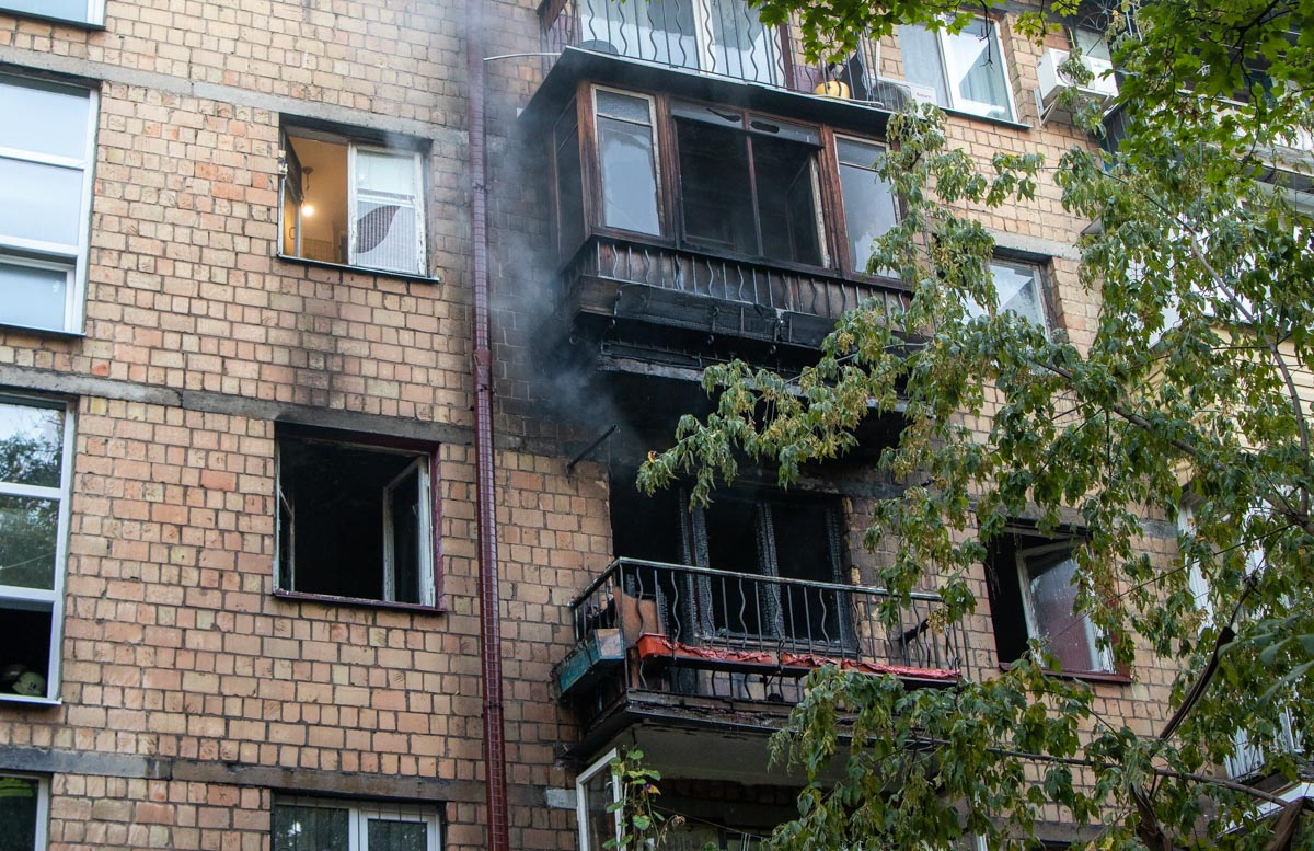 Горела квартира на третьем этаже пятиэтажного дома