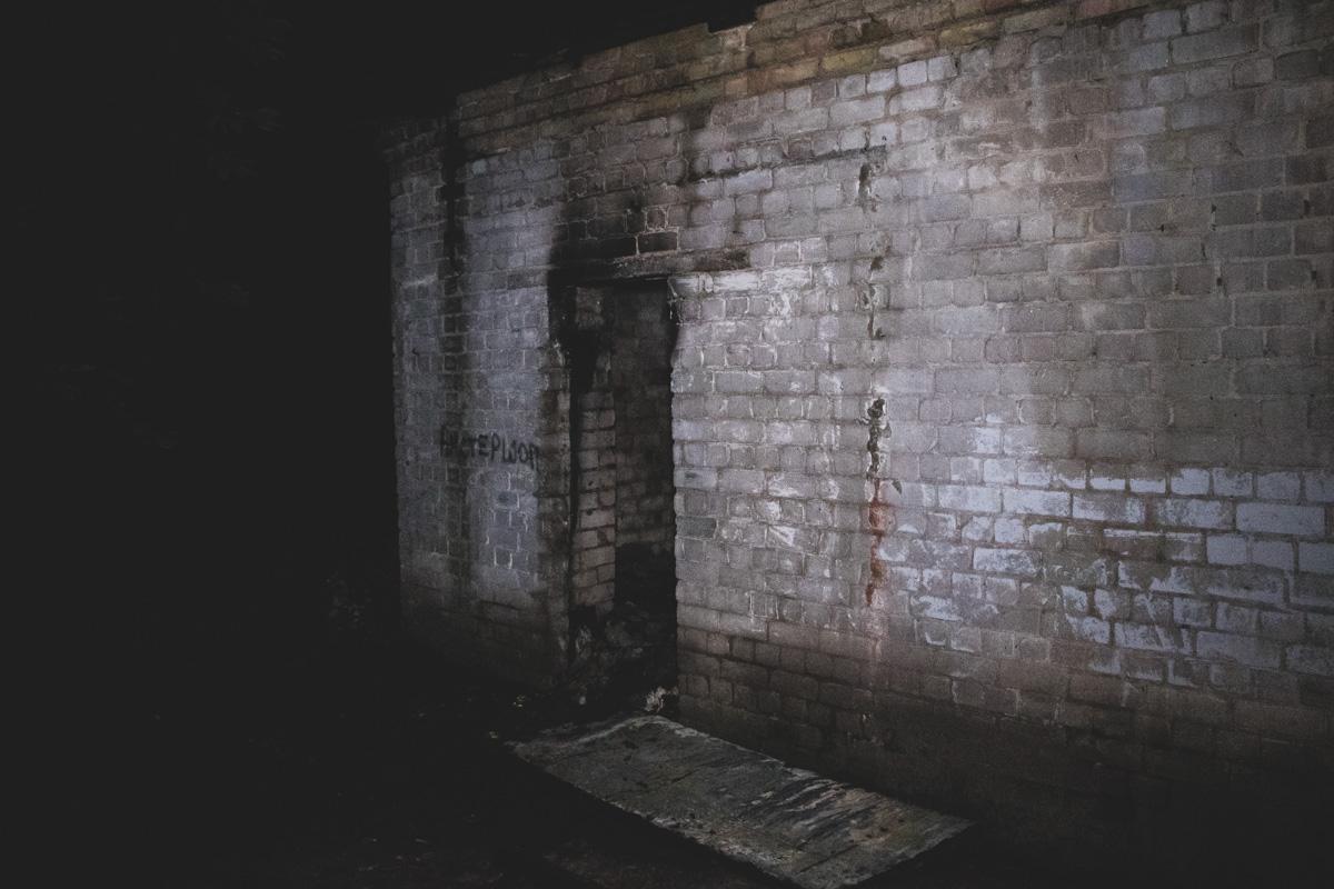 В заброшенном помещении жили бездомные