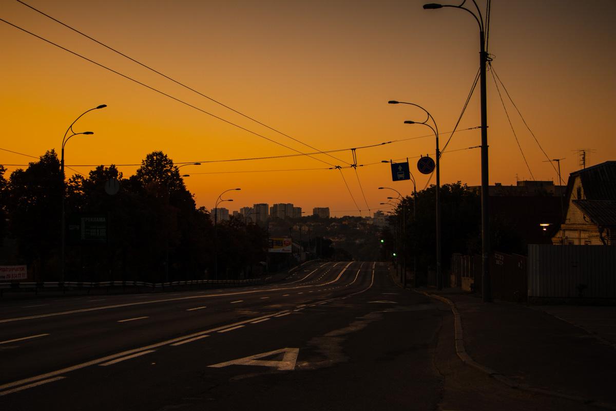 В выходной понедельник небо над городом было необычайно красивое