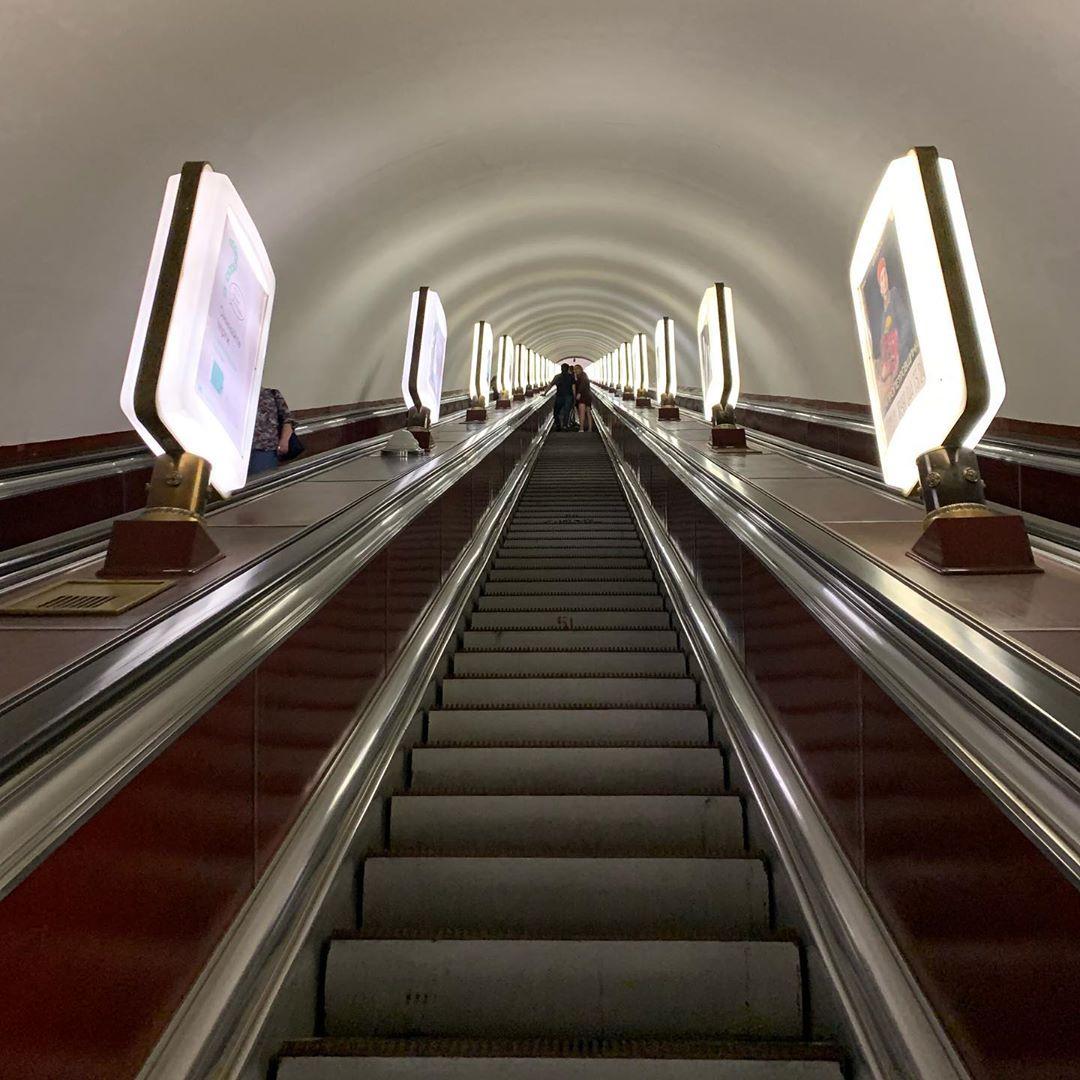 Кто сказал, что в метро нельзя найти красоту? @andrebeze вот нашел - в симметрии и простоте