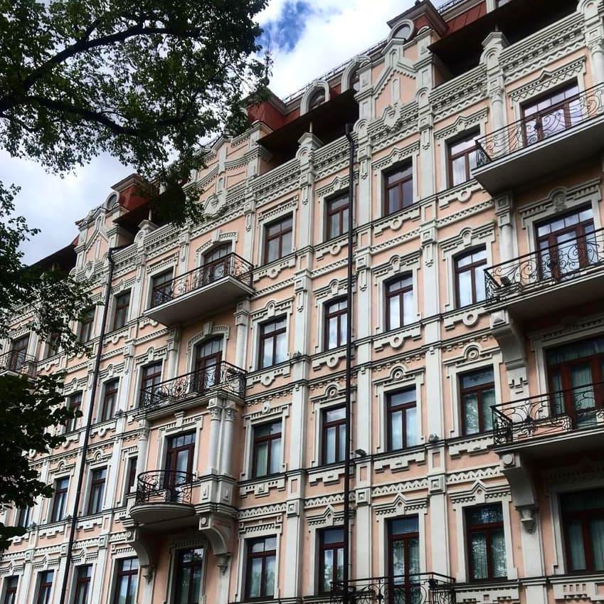 Вообще, ходить и рассматривать фасады домов в Киеве - отдельное удовольствие. Фото - @nastyanesterenko_