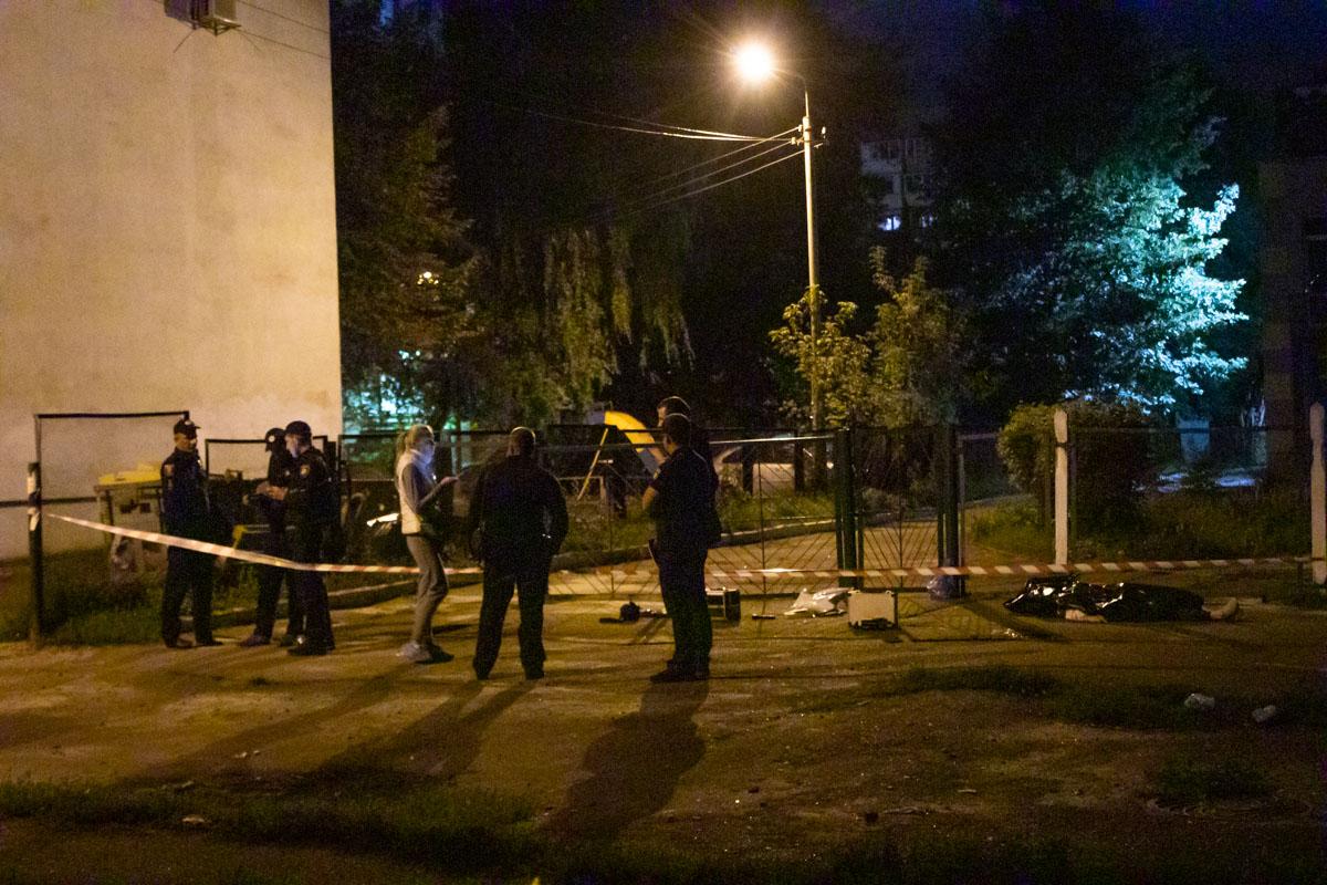 На улице Выборгской, рядом с детским садом № 654, мужчина зарезал жену