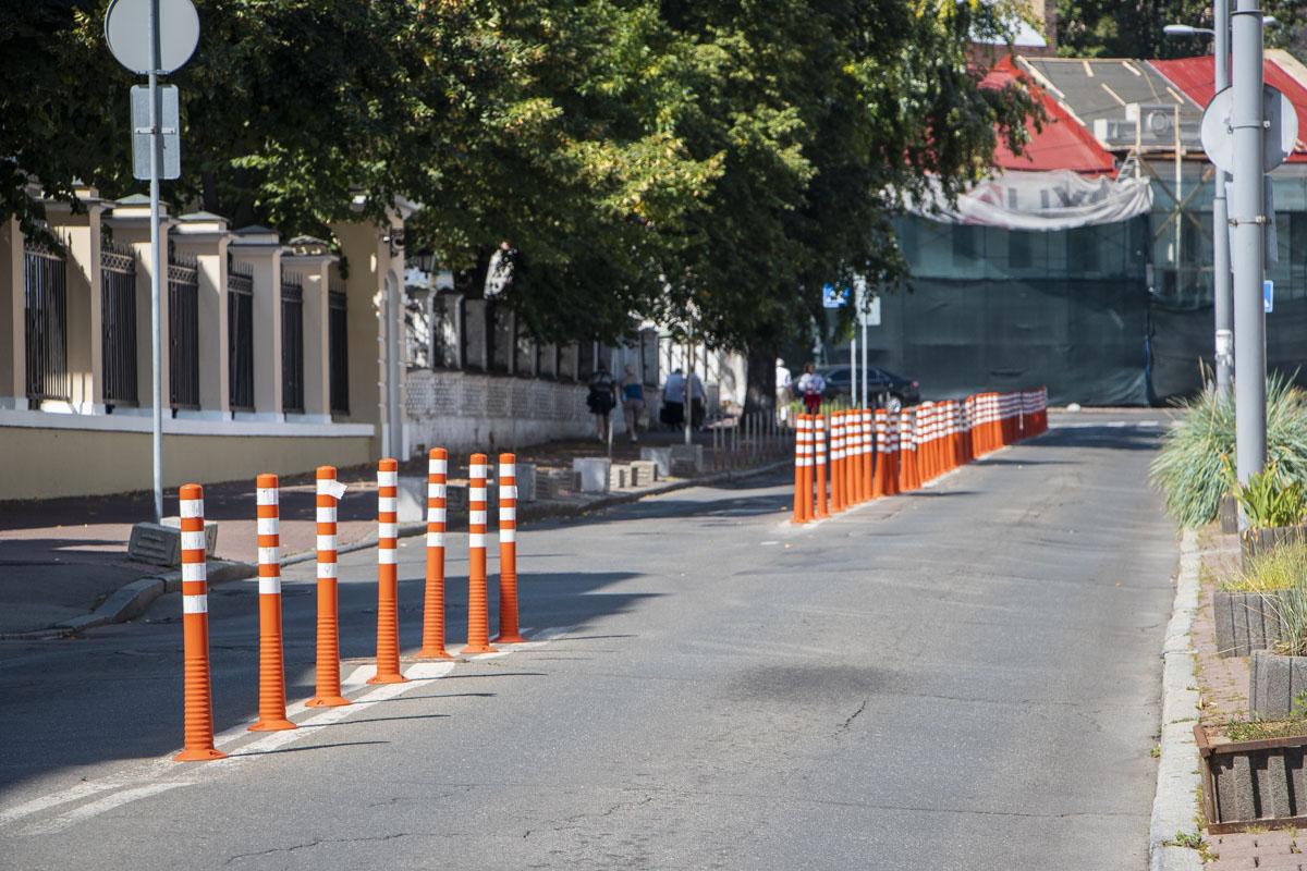 На Покровской планируют заменить покрытие пешеходной зоны (тротуары) с прокладкой стандартных тактильных полос