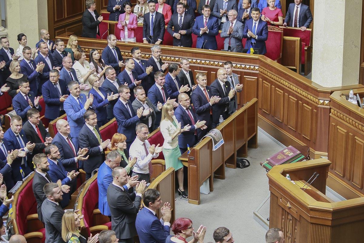 Депутаты приветствуют Президента Украины Владимира Зеленского