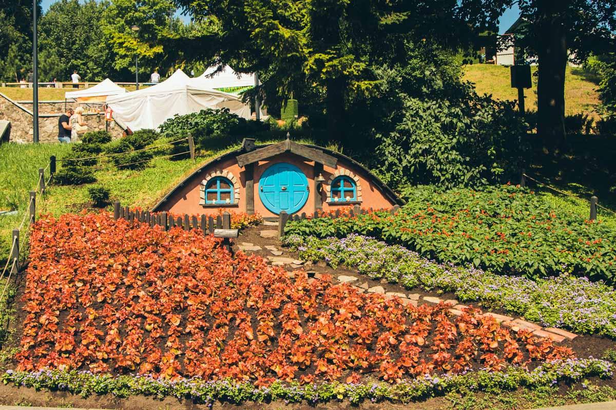 """Чтобы на Певческом поле появилась такая красота, флористы """"Киевзеленстроя"""" использовали около 180 тысяч цветов"""