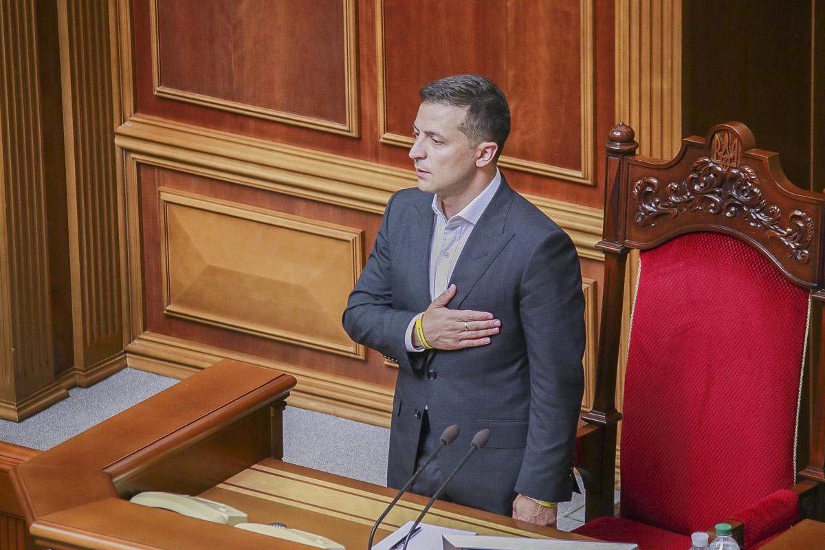 Владимир Зеленский во время Гимна Украины