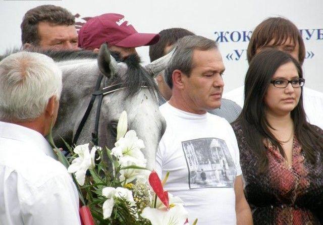 Это фотография Константина Згары в Жокей-клубе Украина