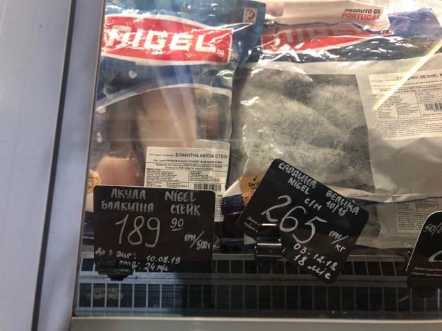 """Жители Киева начинают протестовать против супермаркетов Novus и """"Сильпо"""" из-за продажи мяса голубой акулы"""