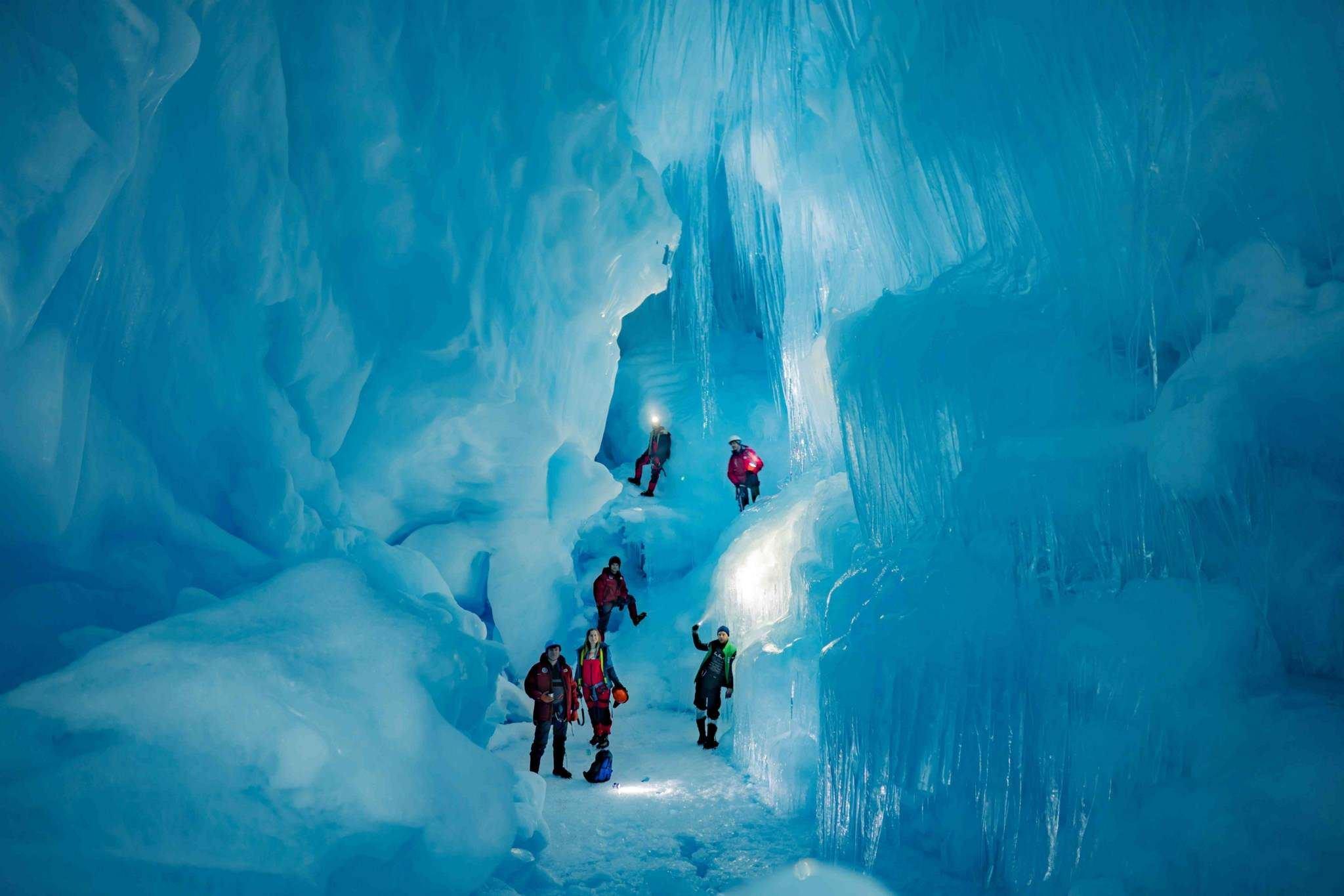 Украинские полярники нашли «потерянную» ледниковую пещеру в Антарктиде