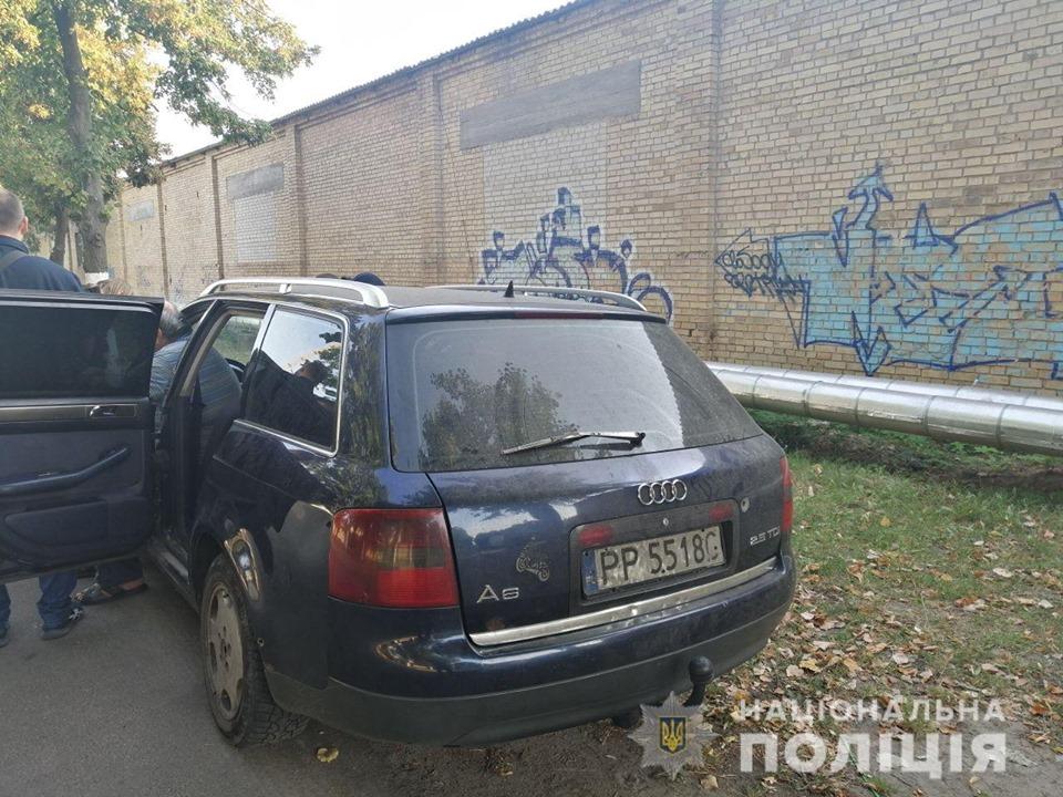 Под Киевом в селе Новоселки трое мужчин напали на птицеферму