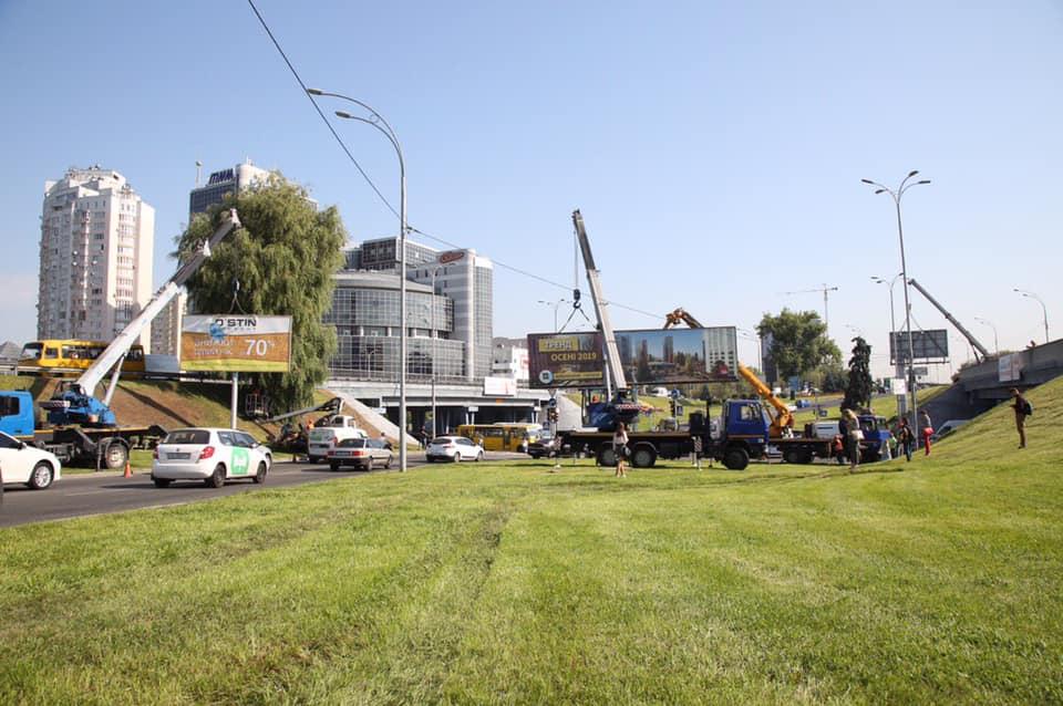 """Еще 19 билбордов убрали с самого кольца возле """"Левобережной"""""""