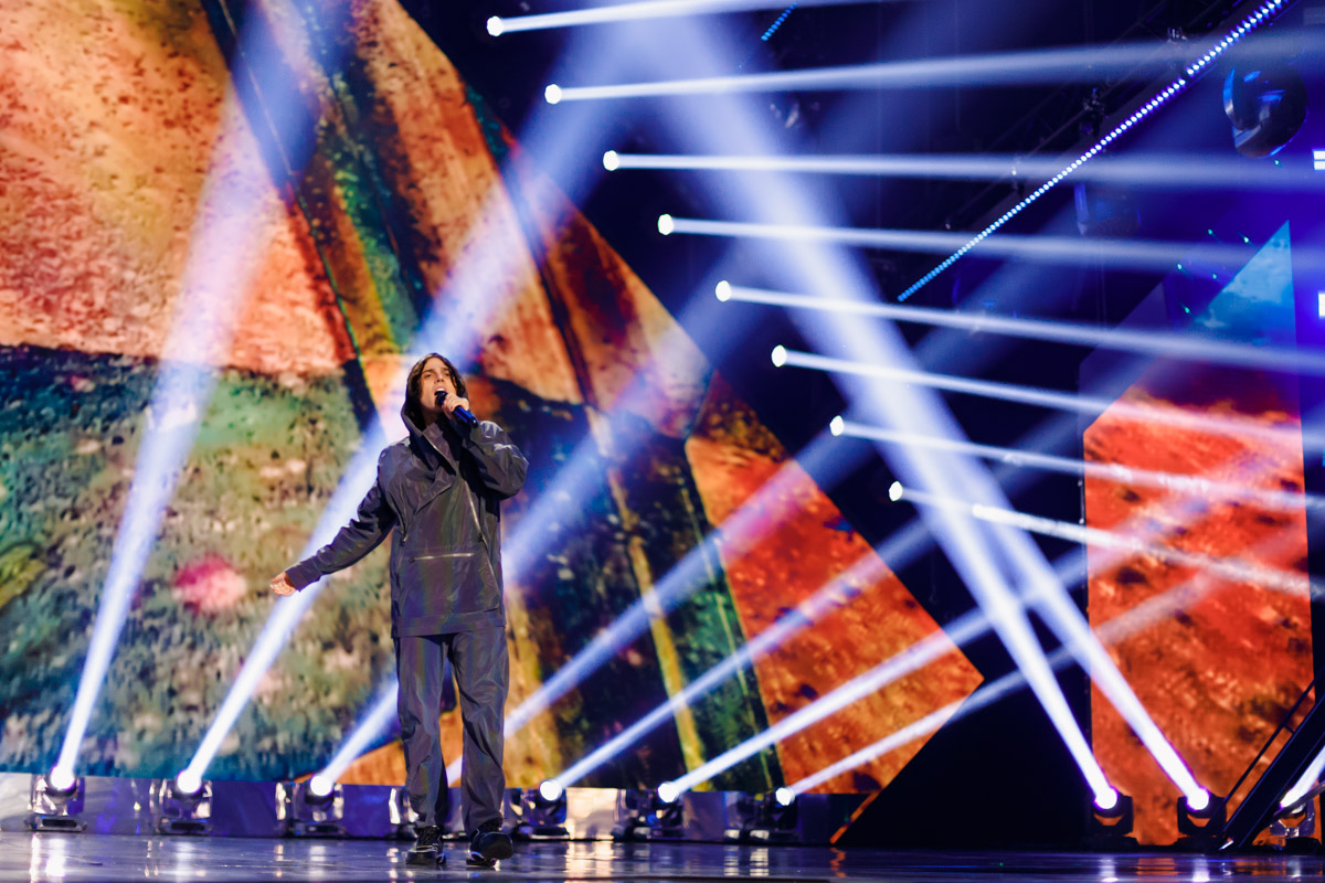 Alekseev также представил новую песню, порадовав хорошим вокалом