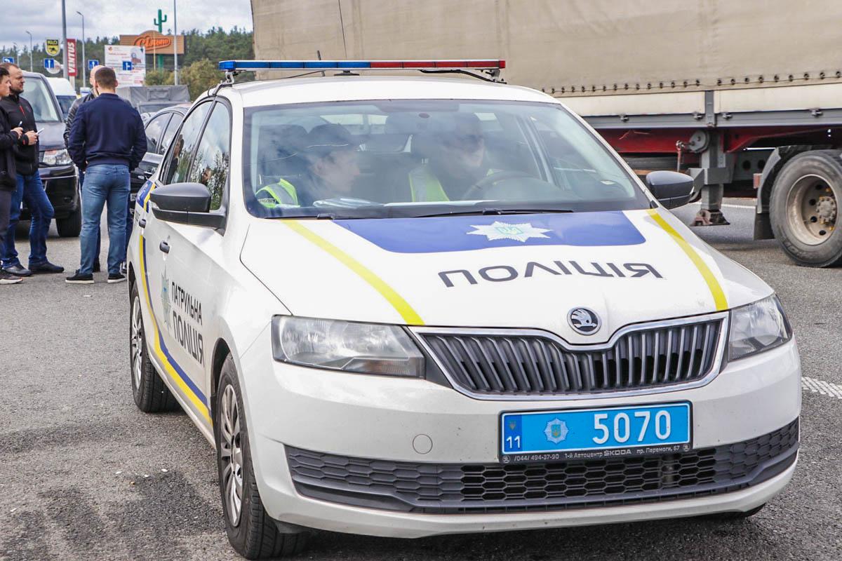 На месте работали экипажи патрульной полиции, медики и следственно-оперативная группа