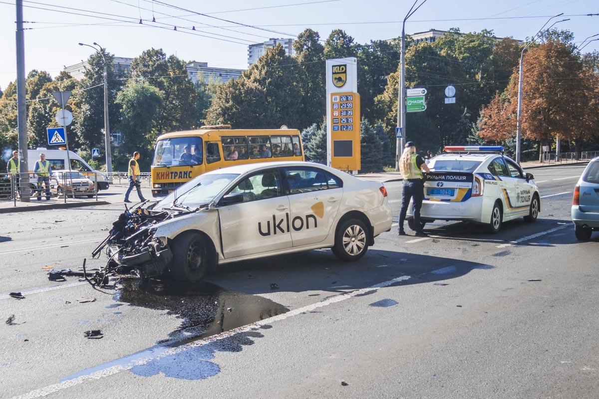 Их и водителя Uklon забрала карета скорой помощи