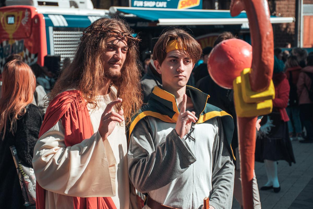 Иисус и маг из Magicka. Оба те еще страдальцы