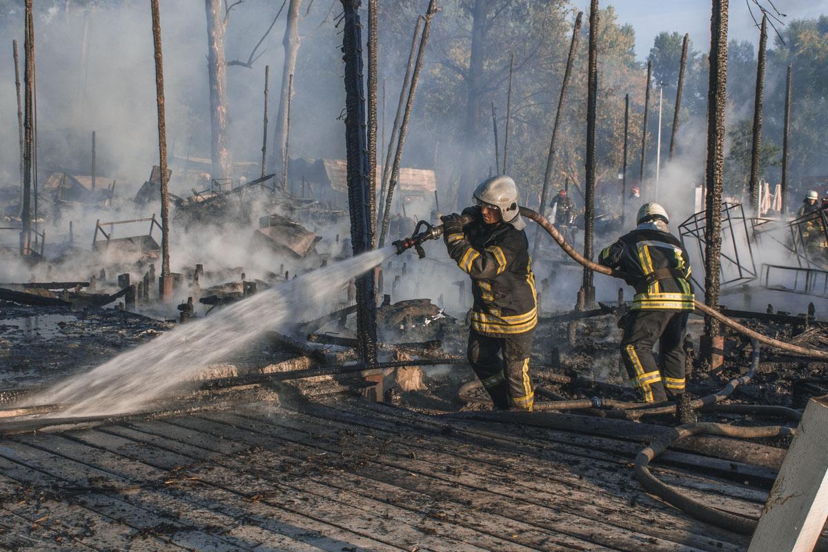 На месте работали 9 единиц техники и 90 спасателей