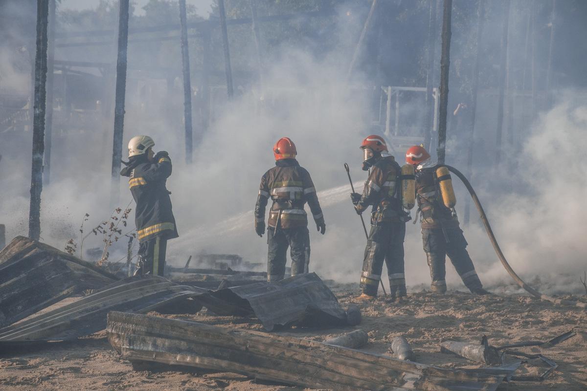 Территорию Гидропарка затянуло дымом
