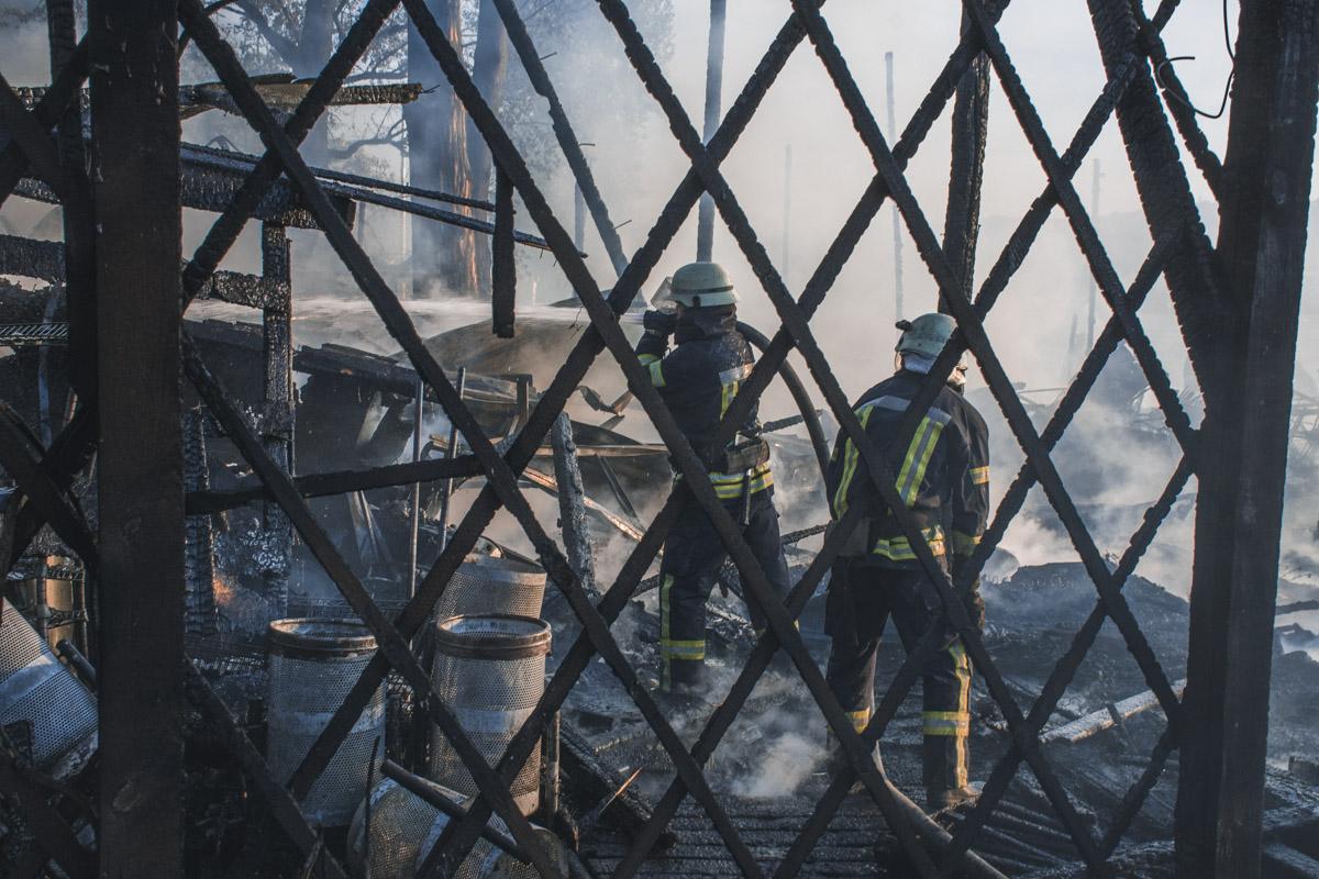 Огонь охватил 500 квадратных метров территории