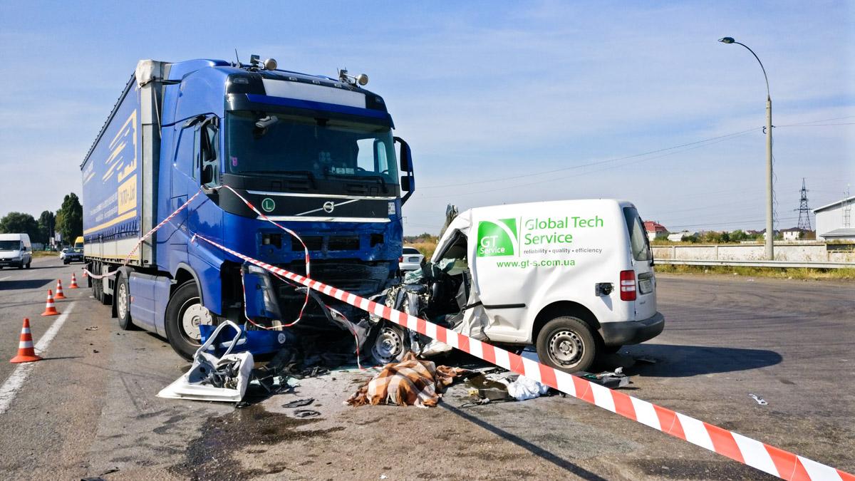 Удар был такой силы, что водитель Volkswagen погиб на месте