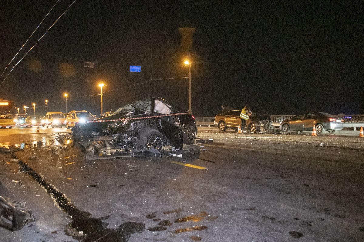 В Киеве на мосту Патона на большой скорости столкнулись Audi и Volkswagen