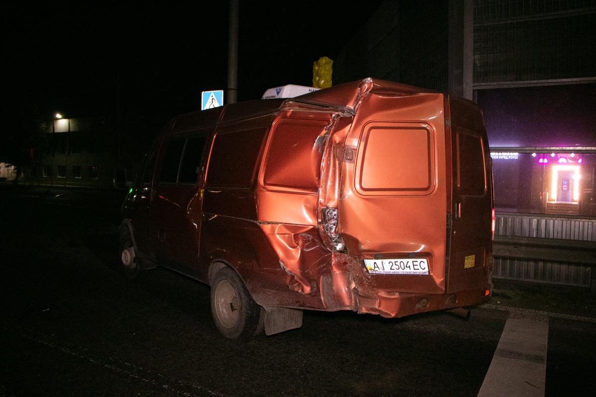 Грузовое авто, в свою очередь, врезалось в «Газель», которая зацепила «Жигули»