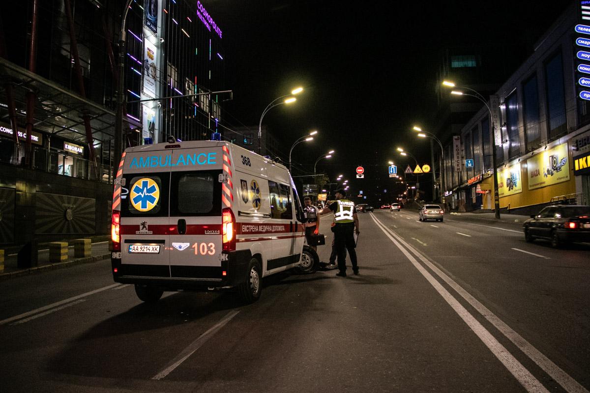 В Киеве скорая влетела в Peugeot