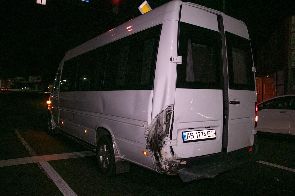 Как только загорелся «зеленый» они тронулись и фура моментально влетела в Opel, который от удара догнал спринтер