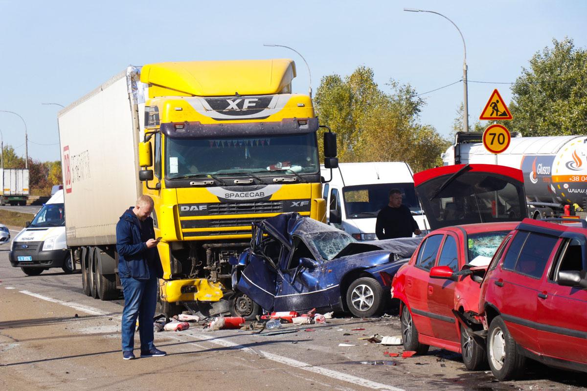 На окружной дороге города Бровары практически в одно время произошло несколько аварий