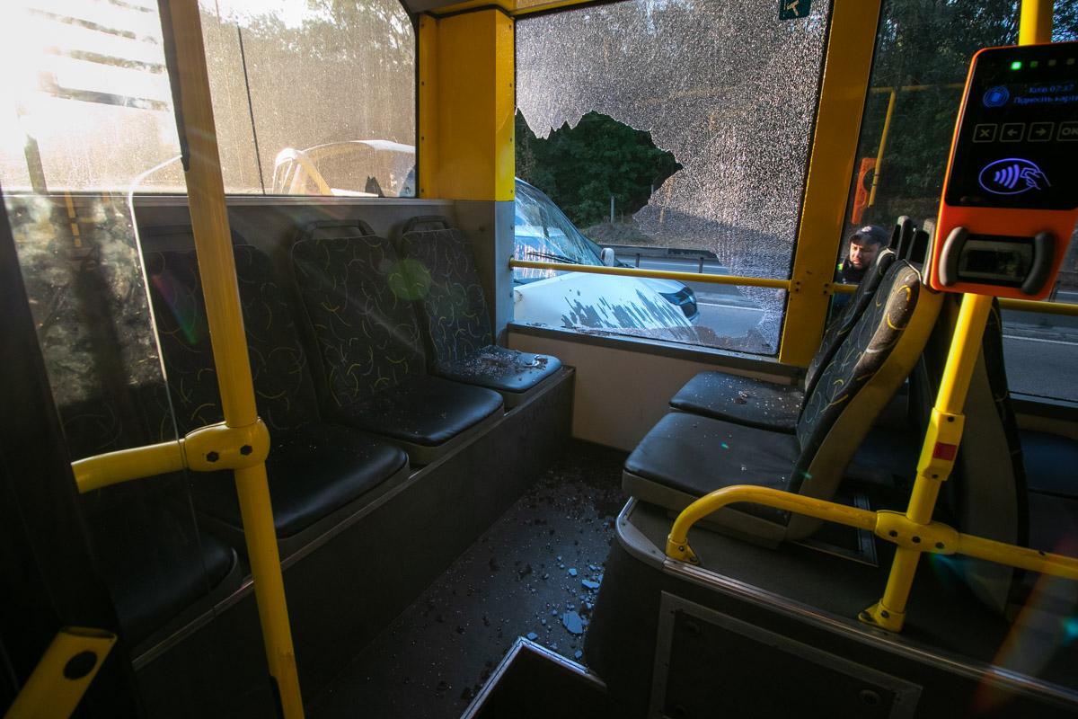 В момент столкновения в троллейбусе находились несколько пассажиров