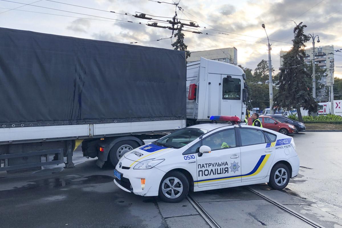 Патрульные полицейские задули водителя фуры на драгере