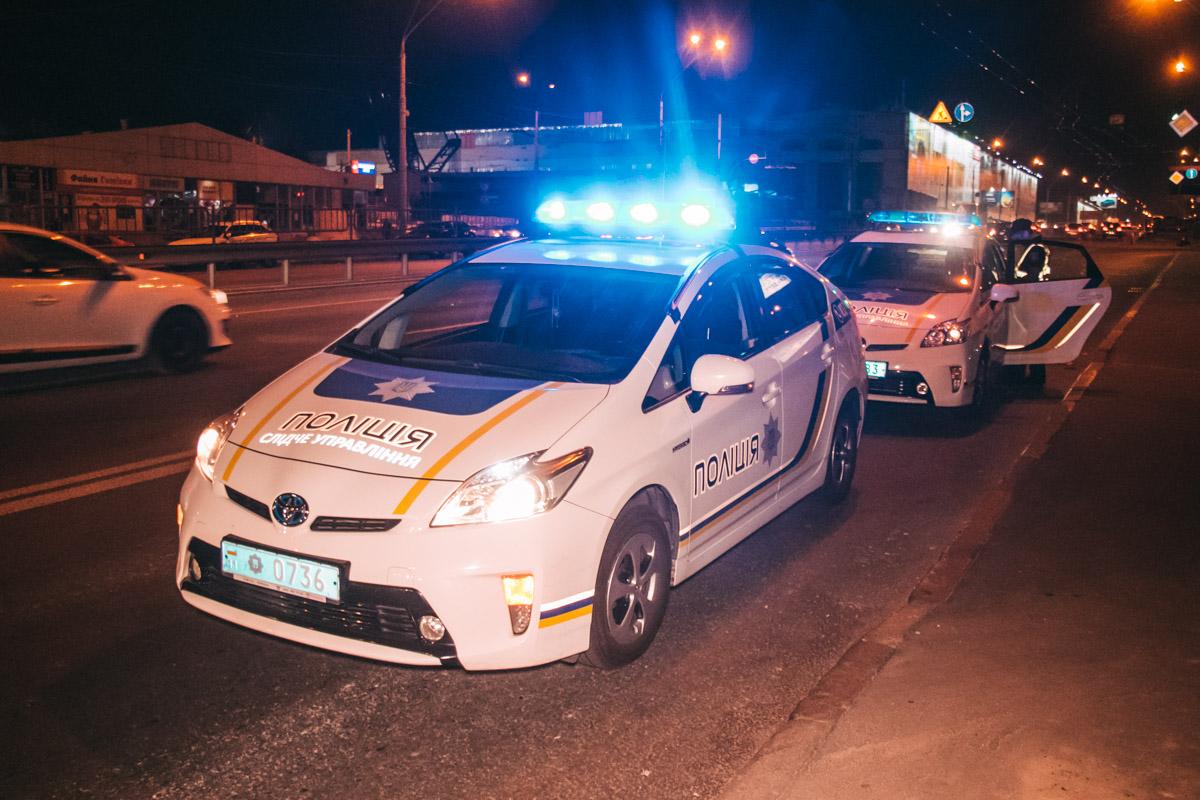 На месте работали медики, сотрудники патрульной полиции и следственно-оперативная группа