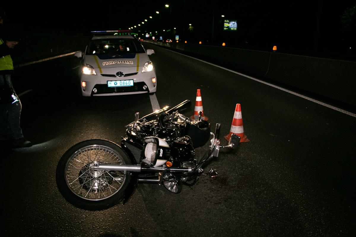 На Набережном шоссе случилось ДТП с участием мотоциклиста