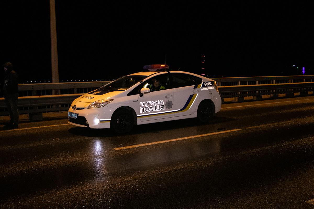Обстоятельства аварии устанавливают патрульные и следователи
