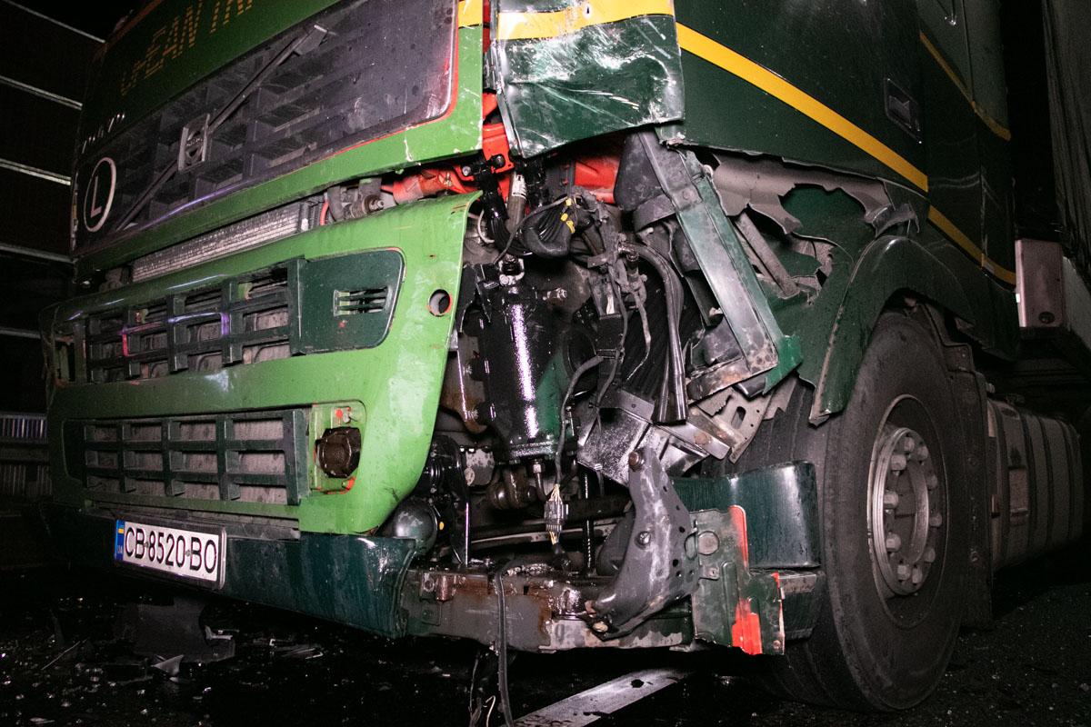 Водитель грузового авто аргументировал случившееся тем, что перепутал педали