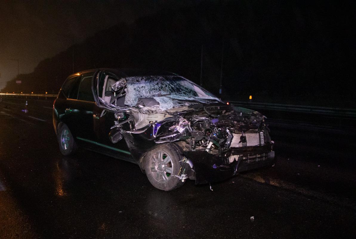 Водитель Kia получил травмы. Его забрали в 17 больницу