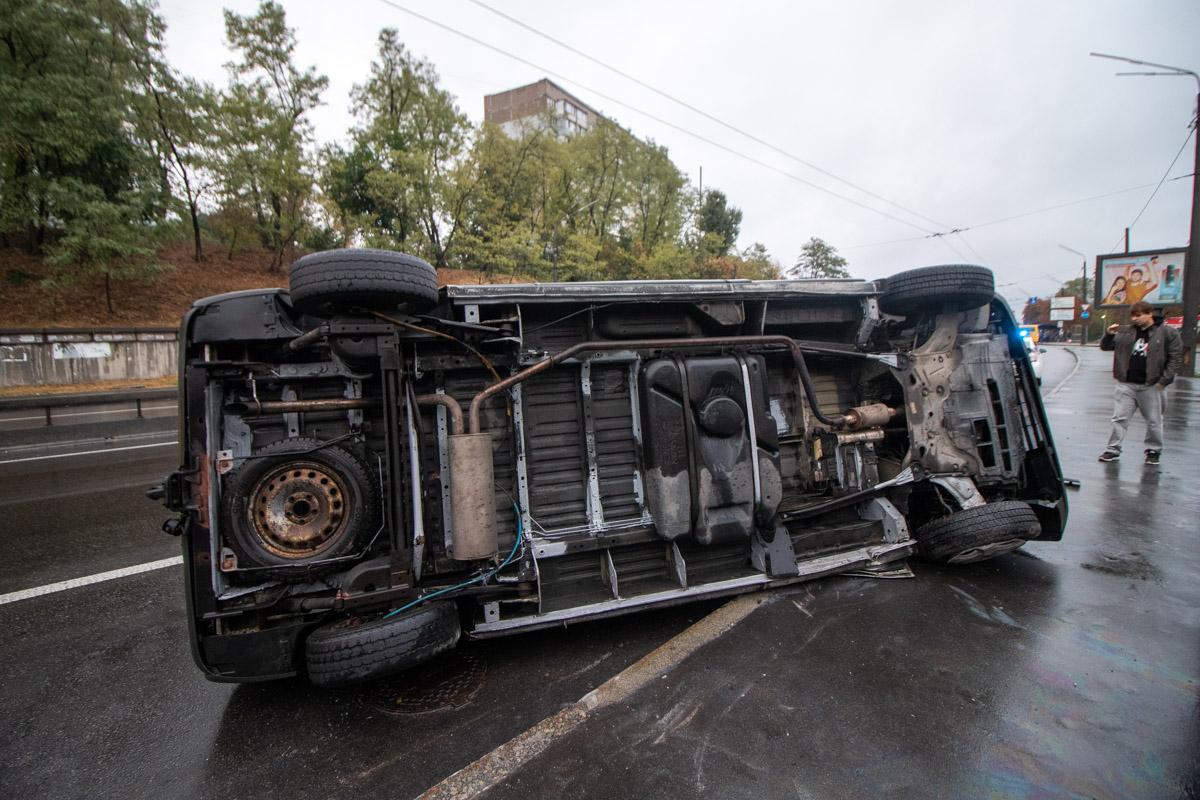 Мужчина резко затормозил и потерял управление автомобилем