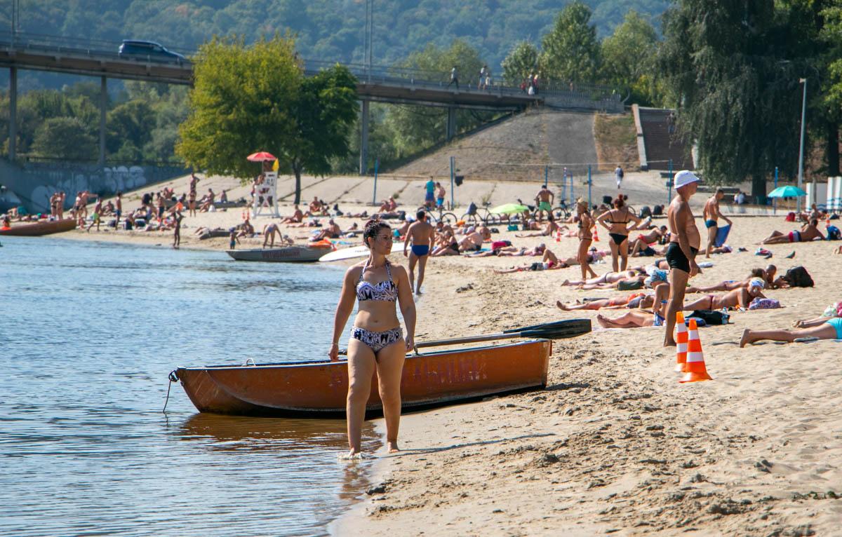 На Венецианском острове, который находится на территории Гидропарка, власти города планируют обустроить парк развлечений
