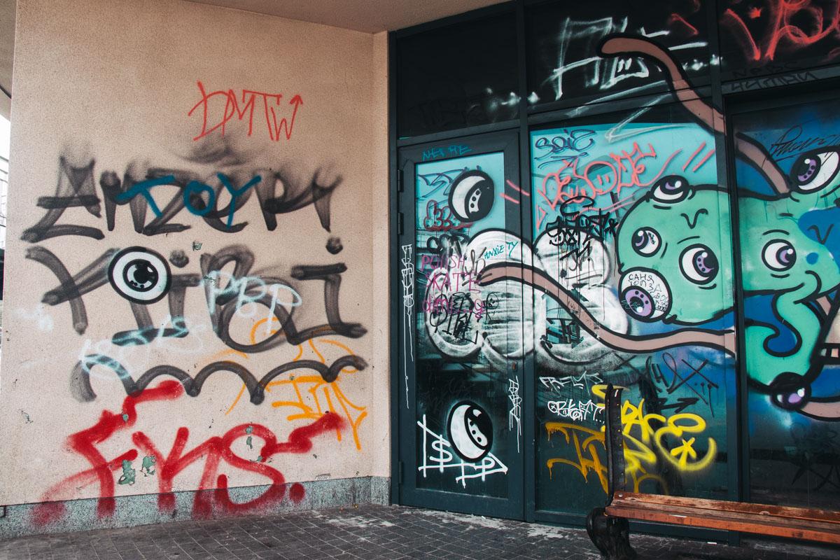 Это граффити могло быть уместным в другом месте