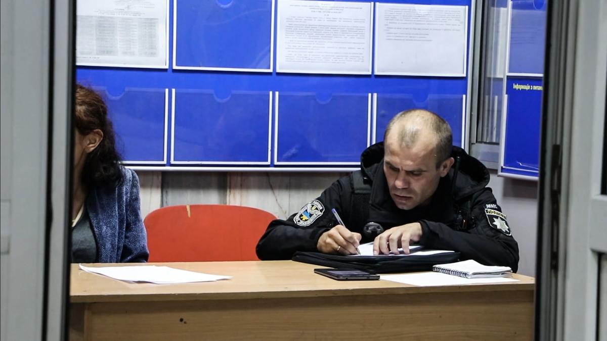 Потерпевшую, зломышленника и очевидцев произошедшего доставили в управление полиции для дачи показаний