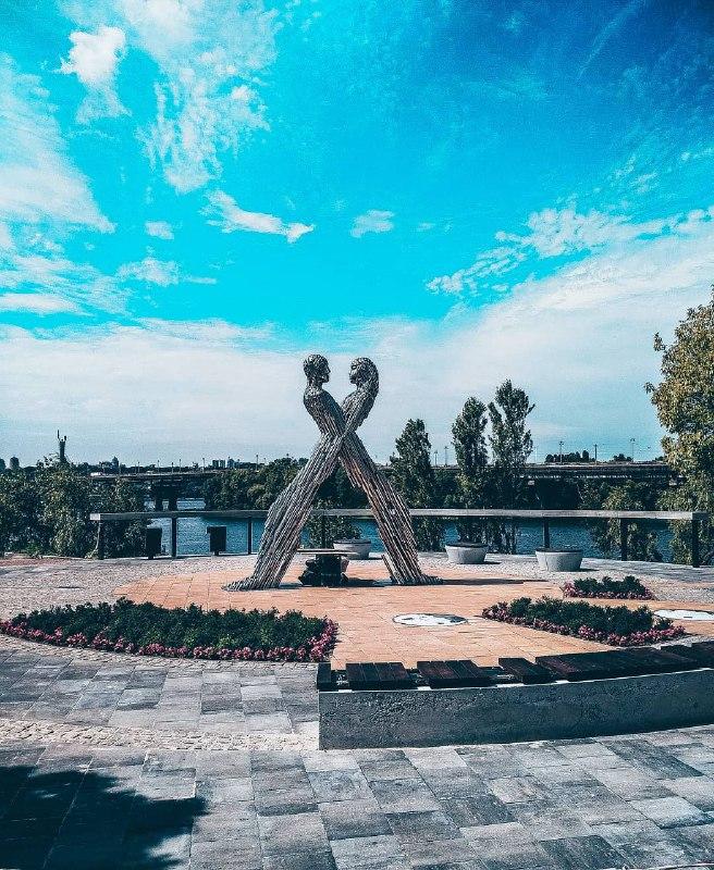 Совсем новый монумент красивенно снял @eugene_purgin