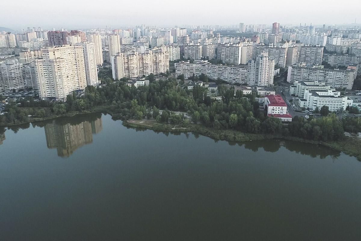 """Пока же Лебединое озеро выглядит вот так - и мы советуем запомнить его """"дикие"""" берега"""