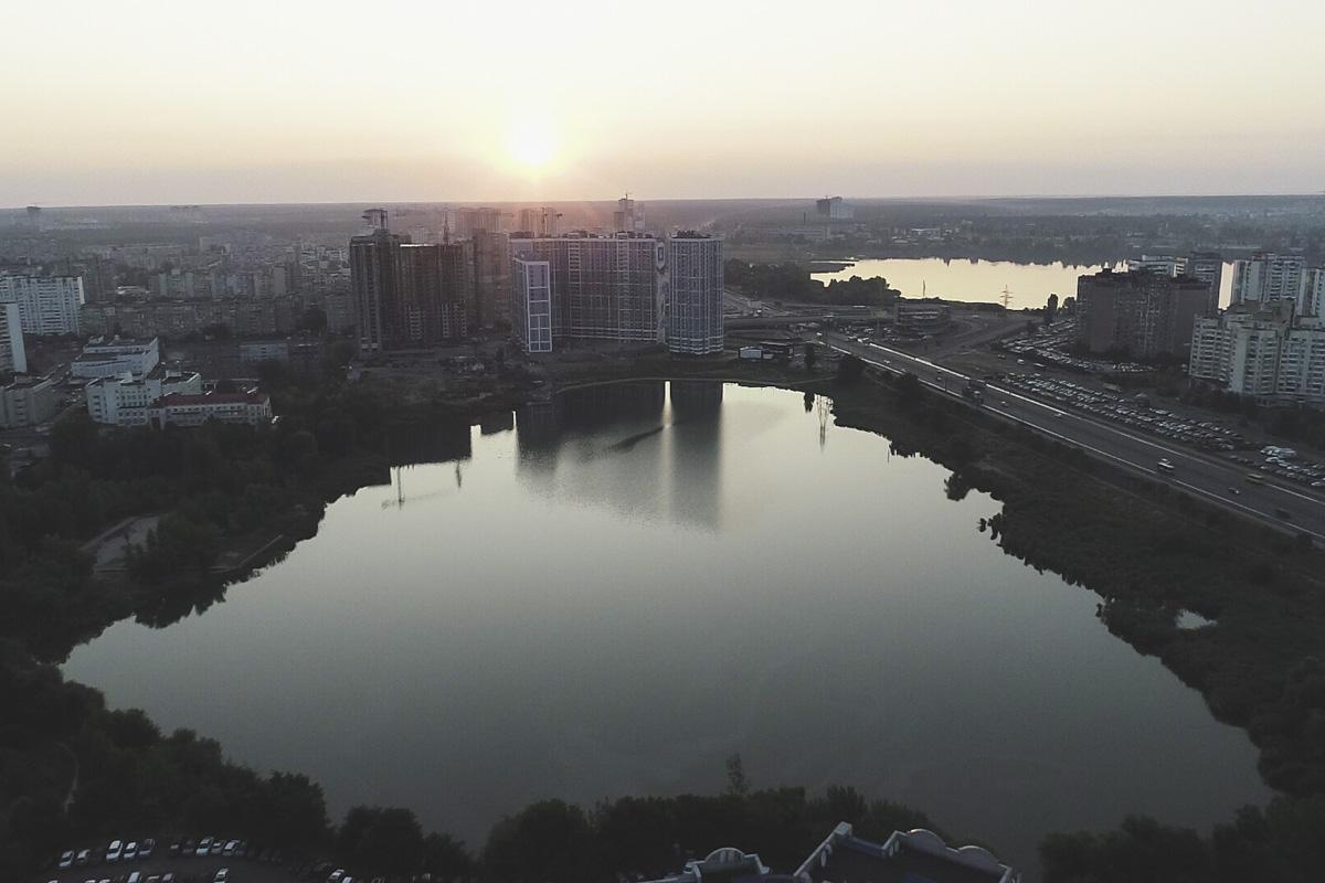 """Даже сейчас, пока территория вокруг озера """"непричесана"""", восходы солнца здесь выглядят потрясающе"""